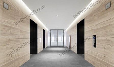آسانسورهای سه گانه دو آسانسور مجاور و یک آسانسور روبه روی آنها